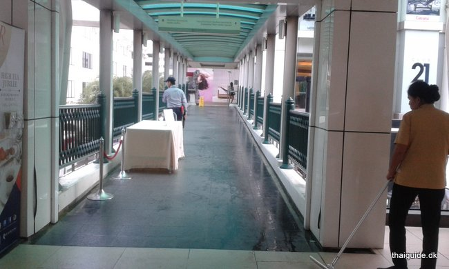 www.thaiguide.dk/images/erawan-shrine/erawan-shrine-13.jpg