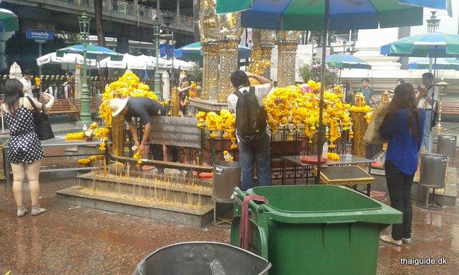 www.thaiguide.dk/images/erawan-shrine/erawan-shrine-3.jpg