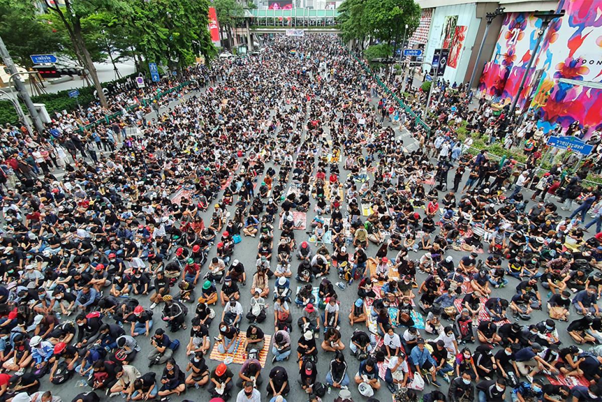 www.thaiguide.dk/images/forum/Demo-2020/central-world-25-10-20-2.jpg