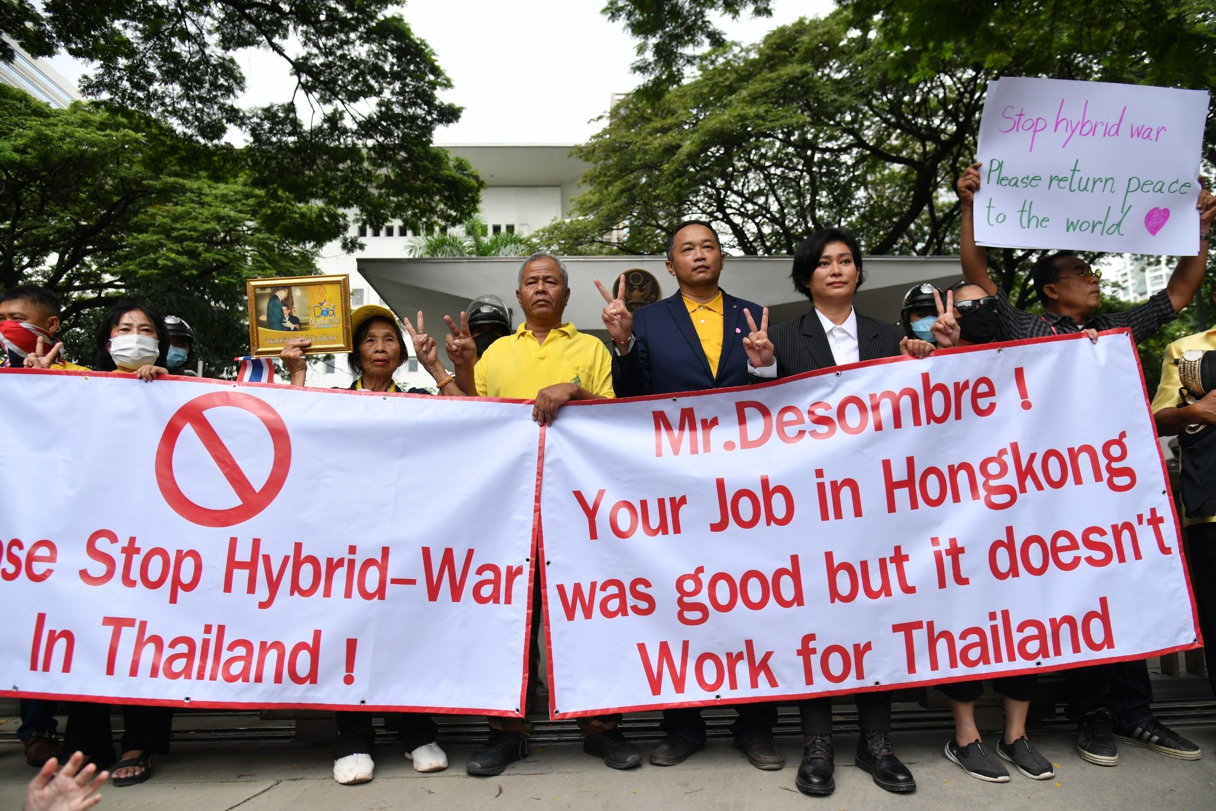 www.thaiguide.dk/images/forum/Demo-2020/demo-us-ambassade-27-10-20.jpg