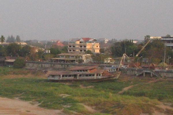www.thaiguide.dk/images/forum/mekong-strandet-skib.jpg
